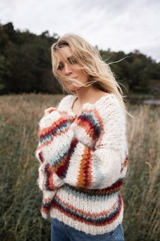 Ny strikkeoppskrift til høsten - Camilla Pihl Camilla, Fashion 2020, Mittens, Wild Flowers, Ideias Fashion, Knitting Patterns, Knit Crochet, Winter Fashion, Pullover