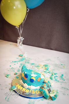 Cake Smash ideas - need to remember to take before and after shots of the cake.