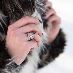 #ring LOVE ME Altra Dea, kolekcja biżuterii zaprojektowana przez @mateuszsuda ❤️ #jewellery #jewel #design #pierścionek #frozen #snow #winter #mateuszsuda #fashion #moda #polishdesigner #nails #heart #loveme @altradea #fakefur #fur #blackring #love #lightning #wintertime #blogger #shape