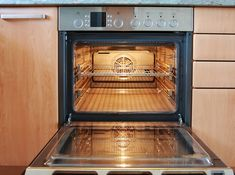 Over time, oven racks become covered with grease, grime, and baked-on food. If you're looking for some tips on how to clean oven racks, here are some (relatively) painless ways. Cleaning Recipes, House Cleaning Tips, Diy Cleaning Products, Cleaning Solutions, Spring Cleaning, Cleaning Hacks, Cleaning Supplies, Baking Products, Cleaning Oven Racks