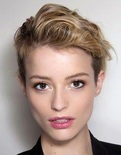 undercut hairstyles for women - long on top undercut hairstyle for women - Best Women's Hairstyles Short Thin Hair, Girl Short Hair, Short Hair Cuts, Short Hair Styles, Pixie Cuts, Hair Girls, Undercut Women, Undercut Hairstyles, Girl Hairstyles
