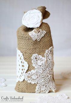 DIY Tutorial: DIY Burlap Crafts / DIY Burlap Crafts: Shabby Chic Gift Bags - Bead