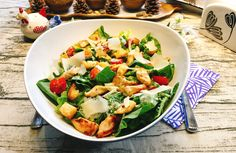 Der Klassiker unter den Salaten aus der amerikanischen Küche. Mit diesem Rezept kannst Du Dir schnell einen super leckeren Low Carb Caesar Salad zaubern!