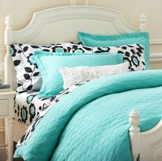 Whether your style is simple or bold, Pottery Barn Teen's girls duvet covers will let your personality show. Find bold colored and printed duvet covers for twin, full, queen and king beds. Girls Bedroom Turquoise, Aqua Bedrooms, Turquoise Bedding, Teen Girl Bedrooms, Big Girl Rooms, Teen Bedroom, Bedroom Decor, Turquoise Wallpaper, Room Girls