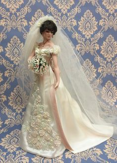 """""""Wedding in a moonlight garden""""  First issue in the """"Now is the Hour of Love collection"""" Designed by artist Cindy McClure in an exclusive edition for The Ashton-Drake Galleries . Porcelain doll. High cm 45"""
