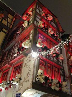 """Noel """"Chez Yvonne"""" - Décoration du Marché de Noel à Strasbourg (Winnstub """"Chez Yvonne"""")"""