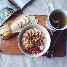 our-healthy-habits: Oats (made with @Almond Breeze Aus) with banana, buckwheat puffs, goji berries, home made granola and cinnamon. Also having pomegranate green tea x #mymeals Instagram: @ourhealthyhabits