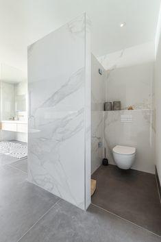 Bathroom Design Inspiration, Bad Inspiration, Modern Bathroom Design, Bathroom Interior Design, Small Bathroom, Relaxing Bathroom, Bathroom Remodel Pictures, Bad Styling, Bathroom Styling