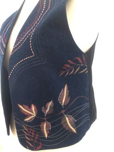 """Ref: 127 short £80.00 Denim blue embroidered hand painted geometric fauna plain back Please check measurements against a garment you wear. To nearest half-inch: Back neck to hem 19.25"""", Back underarm to underarm 19"""", Side underarm to hem 9"""" Each front panel side seam to front opening 9.5"""", Armhole circumference 25"""" further information contact Jackie Wills www.jackiewills.com"""