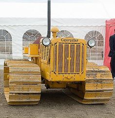 Earth Moving Equipment, Caterpillar Equipment, Cat Machines, Crawler Tractor, Big Yellow, Old Tractors, Heavy Machinery, Vintage Farm, Chenille