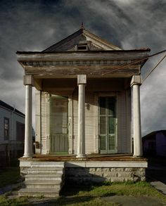"shotgun house with neo-classical detailing in New Orleans; from Michael Eastman's project ""Vanishing America"""