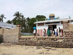 Situated 68 KMS from Rameshwaram, Sethukarai is a Hindu pilgrim centre. It is believed that Lord Rama built a bridge to Sri Lanka with the help of humans to save Sita from the hands of Ravana.