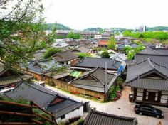 Jeonju Hanok Village (전주 한옥 마을)    This is where I will officially be living if I get into the program I applied for! <3 -crossingmyfingers-