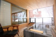 Ten rooms that come with open-air hot spring baths. In an onsen ・・・ Hot Springs, Baths, Rooms, Windows, Bedrooms, Spa Water, Ramen, Window