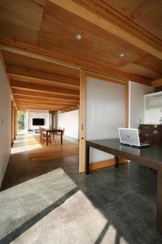 ook weer mooi constrast tussen koud en warm en die deur is mooi. Moderne variant op en suite.