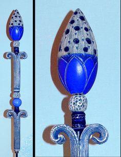 """Dieses """"florale Objekt"""" ist eine besondere Bereicherung und ein """"Blickfang"""" für jeden liebevoll gestalteten Garten. Die Stele besteht aus 7 frei modellierten Einzelteilen mit einer Gesamthöhe von..."""