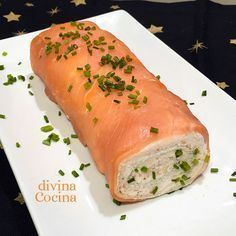 Receta de brazo de gitano de salmón This gypsy salmon arm is a perfect dish for parties and guest meetings. It is prepared without many complications with simple ingredients. Salmon Recipes, Seafood Recipes, Appetizer Recipes, Kitchen Recipes, Cooking Recipes, Healthy Recipes, Tapas, Food Decoration, Mini Foods