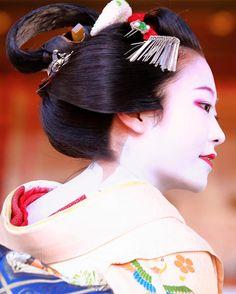 Setsubun 2017: maiko Shouko with the nagafune hairstyle by ikey7o on Instagram