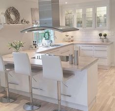 White and modern kitchen interior Open Plan Kitchen Living Room, Kitchen Room Design, Kitchen Family Rooms, Modern Kitchen Design, Home Decor Kitchen, Kitchen Layout, Kitchen Interior, Home Kitchens, Dining Room