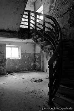 Flickr - Abandonned Stairs