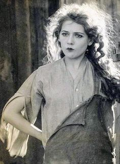 In the early Silent Film era actors often went uncredited because audiences just didnt care - then actress Mary Pickford became so popular cinemas started specially advertising her films making her the worlds first movie star Hollywood Stars, Golden Age Of Hollywood, Vintage Hollywood, Hollywood Glamour, Hollywood Actresses, Classic Hollywood, Actors & Actresses, Belle Epoque, Divas