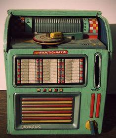 Tin toy wind-up jukebox/bank, 100 Select-O-Matic - Haji, Japan, Vintage Records, Vintage Music, Vintage Toys, Retro Vintage, Vintage Stuff, Jukebox, Lps, Music Machine, Record Players