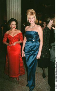 Pin for Later: Könnt ihr euch noch an diese aufreizenden Gäste beim Wiener Opernball erinnern? 1994: Ivana Trump