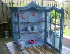 I have one of these that needs a make-over from plain white Blue Decor, Romantic Interior, Painted Furniture, Recycled Furniture, Paint Furniture, Cottage Dining Rooms, Primitive Dining Rooms, Decoupage Furniture, French Style Furniture