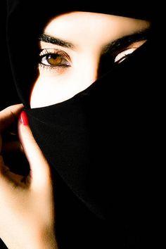 Eyes behind the Veil Hijabi Girl, Girl Hijab, Eye Photography, Girl Photography Poses, Muslim Girls, Muslim Women, Niqab, Beautiful Hijab, Beautiful Eyes