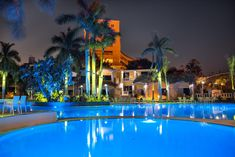 Overlooking Mamoura beach, Paradise Inn Beach Resort offers rooms with a spa bathtub and a balcony. The hotel has a large pool and spacious gardens. Best Hotel Deals, Best Hotels, Alexandria Hotel, Card Book, Furnished Apartment, Catacombs, Beach Walk, Luxury Apartments, Hotel Reviews
