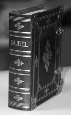 de Bijbel - Achterhaald boek uit de Oudheid.