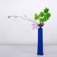 Ikebana Flower Arrangement, Flower Arrangements, Arreglos Ikebana, Japanese Flowers, Japanese House, Japanese Culture, Minimalist Design, Flower Designs, Bonsai