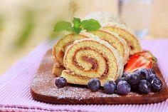 Roládu doplňte čerstvým ovocem Chilean Desserts, Chilean Recipes, Sushi, Waffles, Sweet Treats, Ice Cream, Cookies, Breakfast, Cake