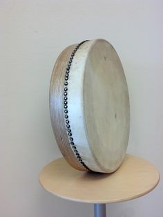 Breandan De Faoite bodhrán Colm Murphy kindly sent to me. Striking resemblence to Charlie Byrnes drums