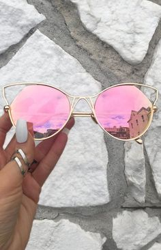 Indecent Cateye Sunnies – Rose Gold + Gold Frame Source by VisualTreasure Cute Sunglasses, Cat Eye Sunglasses, Mirrored Sunglasses, Sunglasses Women, Sunnies, Fake Glasses, Cool Glasses, Glasses Frames, Linda Farrow