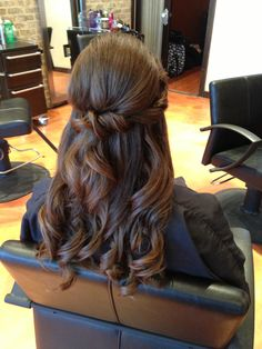 1/2 updo style bride hair