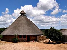 Magadzavane Conference Centre: Nice design for main lodge Tuscan House Plans, Thatched Roof, Nature Reserve, Gazebo, Tourism, Cool Designs, Real Estate, Outdoor Structures, Cabin