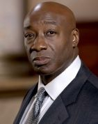 The Green Mile's Michael Clarke Duncan passed away at Cedars-Sinai Medical Center in L.A. September 3, his rep confirms to Us Weekly. The actor was 54.    Duncan is survived by his fiancee, Reverend Omarosa Manigault, 38, a two-time contestant on NBC's reality show The Apprentice.    PHOTOS: Celebs we've lost in 2012        Read more: http://www.usmagazine.com/celebrity-news/news/michael-clarke-duncan-dies-at-54-201239#ixzz25jKQPBw2
