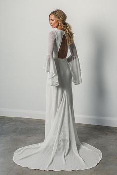 Dramatic, yet entirely sophisticated, the Arden gown is all about the unique silhouette and softly textured woven fabric.