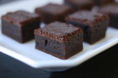 Week of Menus: Mocha Mochi Cake: Adults only please Hawaiian Desserts, Asian Desserts, Mini Desserts, Delicious Desserts, Yummy Food, Hawaiian Recipes, Japanese Desserts, Asian Recipes, Gourmet Desserts