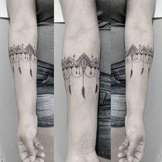 Tatuagem criada por Fabio Vloger de Curitiba. Ornamental no ante-braço. #tattoo #tatuagem #tattoo2me #art #arte #delicada #fineline