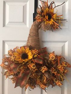 deco mesh wreaths Scarecrow hat door hanger will look beautiful on your front door for the entire fall season. It would also be a beautiful addition to your fall home decor. This wr Fall Mesh Wreaths, Fall Deco Mesh, Diy Fall Wreath, Holiday Wreaths, Wreath Ideas, Halloween Mesh Wreaths, Fall Ribbon Wreath, Candy Corn Wreath, Yarn Wreaths