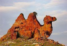 водопады мира - Поиск в Google } I don't read this language, but would hazard a guess that it's called Camel Rock |