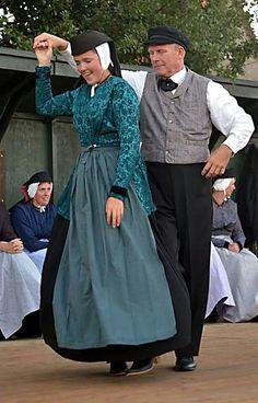 ♥ Terschelling Cultural Dance, Amsterdam, People Dancing, Beauty Around The World, Folk Dance, Folk Costume, People Of The World, Dance Costumes, Traditional Dresses