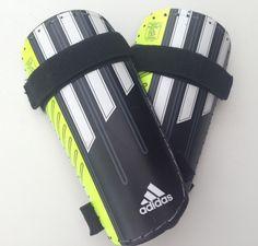 Adidas fodbold knæbeskytter. Helt nye, Købt for små. Str.4'7 - 5'2 (Børn str. S, ca. 5-6 år).