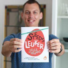 Tadaa! Dit wordt de omslag van mijn eerste boek Steeds leuker! Wat ik hier vasthoud is een 'sneak peak' met slechts twee hoofdstukken. Deze zal ik ook uitdelen op het Happinez Festival. Vandaag heb ik mijn boek gepresenteerd aan boekhandelaren door heel Nederland op 'De Beste Boeken Live'. Mijn zenuwen waren nergens voor nodig, de reacties waren dolenthousiast, ik werd er helemaal blij van!  Steeds leuker ligt vanaf 14 november in de winkel.