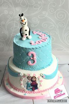 Frozen stapeltaart met eetbare print van Anna & Elsa en handgeboetseerde Olaf. Bovenste taart is gedecoreerd met diamond cutter pattern en onderste taart met draperiën. Roze, blauw en wit.