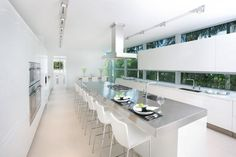 Miami Home Pictures Highlighting Interior Design in White Miami Beach, White Kitchen Interior, Celebrity Kitchens, Classic Kitchen, Open Concept Home, Kitchen Island With Seating, My Ideal Home, Modern Mansion, Industrial