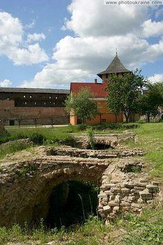Луцк. Старые фундаменты Луцкого замка Волынская область Фото Украины