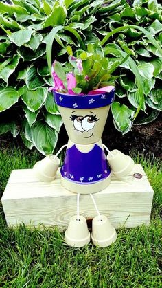 Decorations made of ceramic pots - 18 projects made this summer Flower Pot Art, Clay Flower Pots, Flower Pot Crafts, Clay Pots, Clay Pot Projects, Clay Pot Crafts, Diy And Crafts, Flower Pot People, Clay Pot People